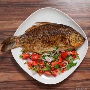 Karausche gegrillt mit Salat