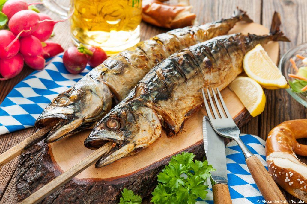 Makrele als Steckerlfisch